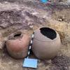 العثور على مجموعة من القطع الأثرية مطمورة منذ 1300 سنة و عليها كتابة باللغة السريانية في قرية كلوك التابعة لميركصور في أربائيلو شمال العراق (صور)