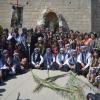 بالصور … الأزياء الفولكلورية زينت احتفالات تللسقف بعيد السعانين