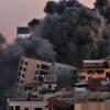 """الأمم المتحدة تحذر الجانبين من """"حرب واسعة"""" صواريخ حماس تطال تل أبيب وقطاع غزة تحت النار"""